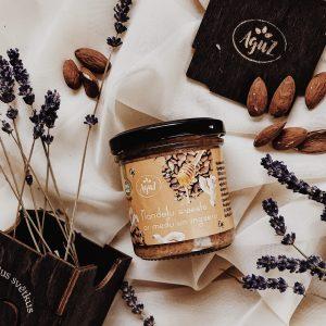 Mandeļu krēms ar medu un ingveru (170g) koka dāvanu kastītē