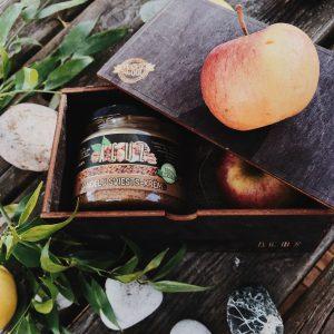Dāvana koka kastītē – zemesrieksts un jebkurš cits